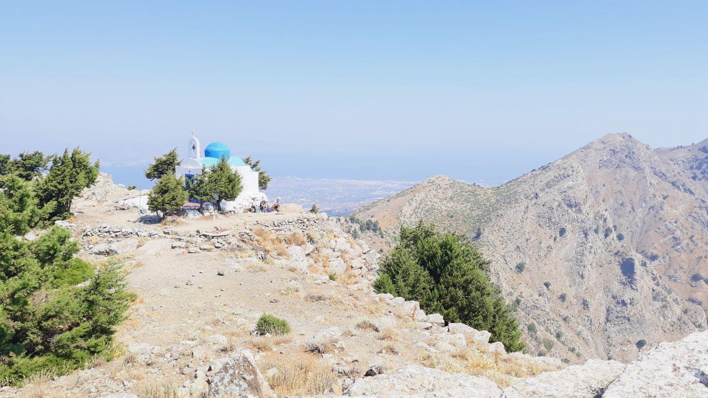 Jedno z najpiękniejszych miejsc na wyspie Kos, czyli szczyt Dikeos. Niestety 99% turystów wybiera leżenie na leżakach na basenie lub na plaży.