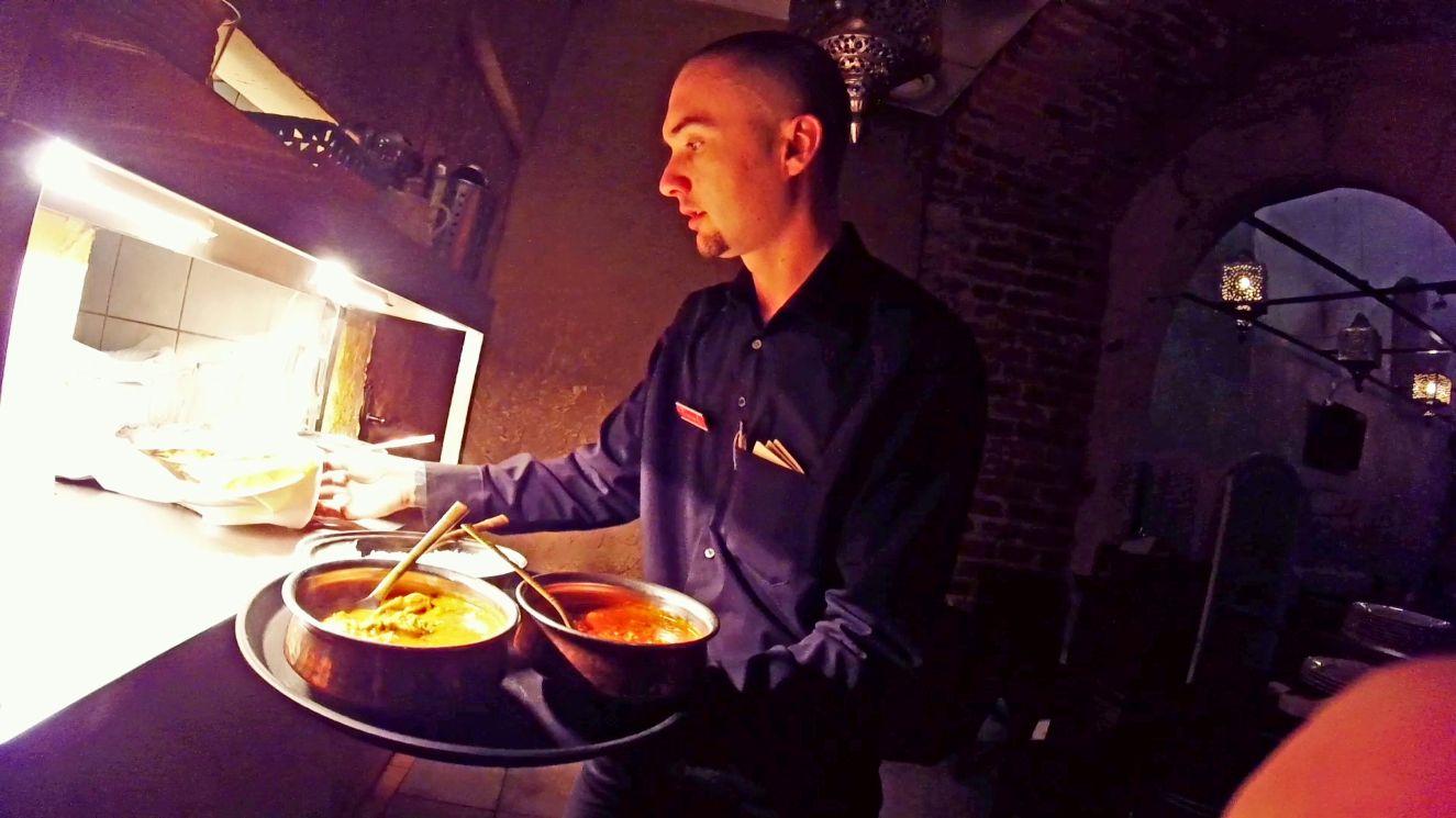 Praca kelnera to jedna z niewielu prac, które lubiłem